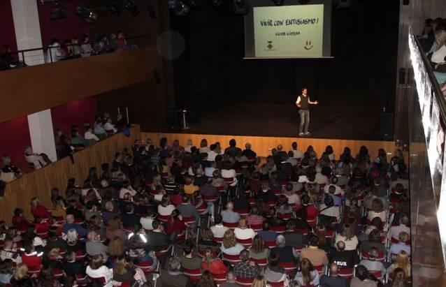 Victor Küppers omple d'optimisme La Unió d'Alpicat davant un auditori entregat