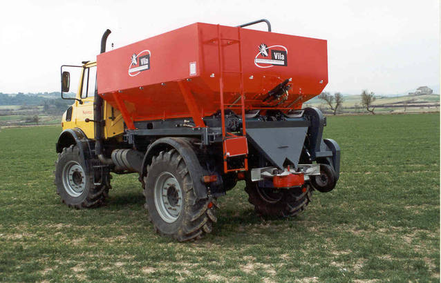 Fertilizer spreader for Unimog vehicles
