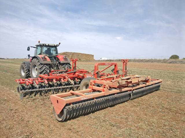 Trailed disc harrow