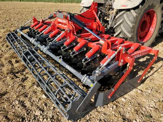 Suspended disc harrow