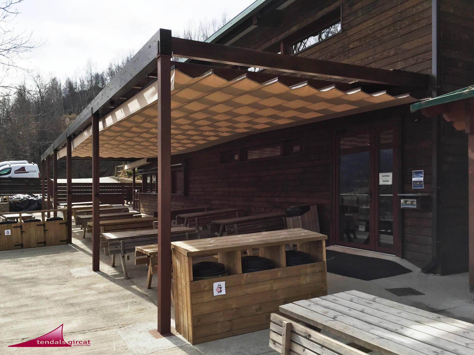 P rgola de madera con toldos correderos - Toldos para pergolas de madera ...