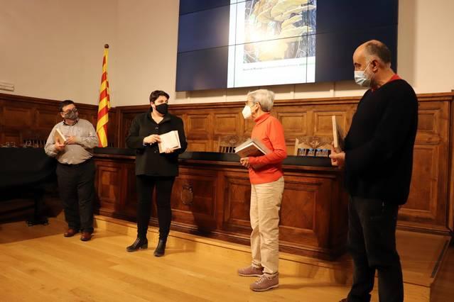 Carlos Cortés, Carmel Curcó i José Manuel Pérez posen en valor la riquesa micològica de la Mitjana en un llibre