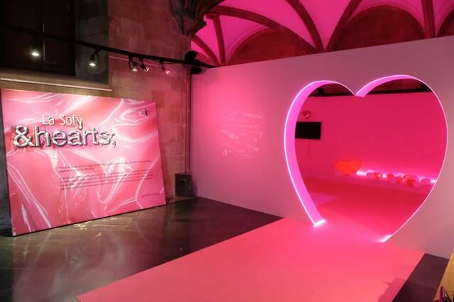 La Sofy instal·la el seu art audiovisual i trencador a la sala La Gòtika de l'IEI