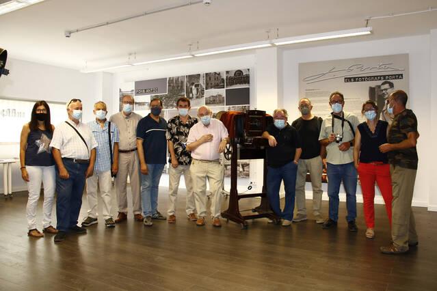 L'IEI recorda el naixement de la fotografia amb una visita a l'Espai Porta i als dipòsits de la Caparrella dels fotògrafs més veterans