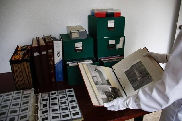 Trasllat del fons fotogràfic de Joan Bellmunt a l'IEI per inventariar-lo i tancar la donació